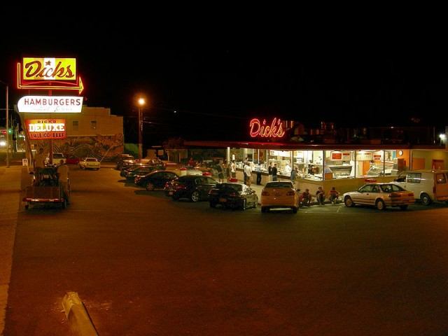 800px-Dicks_Drive-In_Wallingford_at_night_03_-_colormapped, Source: http://upload.wikimedia.org/wikipedia/commons/thumb/3/35/Dick%27s_Drive-In_Wallingford_at_night_03_-_colormapped.jpg/800px-Dick%27s_Drive-In_Wallingford_at_night_03_-_colormapped.jpg