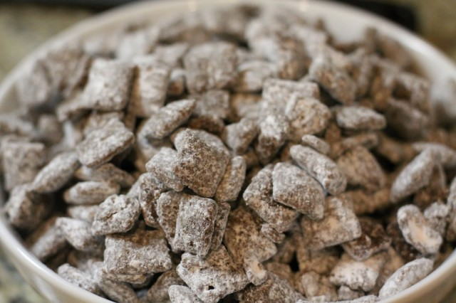 Great Recipes While High: Medicated Muddy Buddies, Source: http://2.bp.blogspot.com/_NUzRlW4XGKU/TSQDzt-9i6I/AAAAAAAAFLY/S_paR8KHk-I/s1600/IMG_0241.JPG