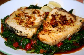 Healing Recipes: Menstruation – Medicated Tuna Steaks with Sauteed Spinach
