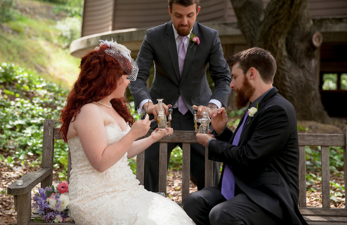 Trend Alert: Wedding Dabs, Source: Julie Hanna Photography