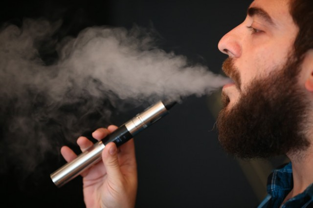 """VAPE"" Is Oxford Dictionary's Word of the Year, Source: http://www.epochtimes.ru/eet-content/uploads/2014/09/454241806.jpg"