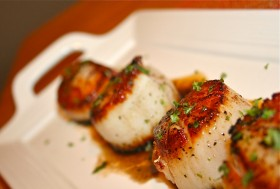 Great Edibles Recipes: Cocoa Seared Scallops With Creamy Cannabis-Polenta