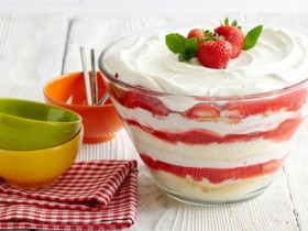 Great Edibles Recipes: Strawberry Sativa Trifle Cake