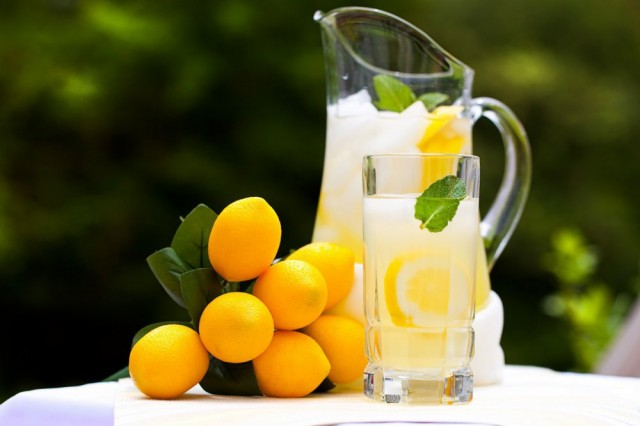 Great Edibles Recipes: Fresh Squeezed Lemonade, Source: http://mdl.bg/image-14739-0-0-domashnata-limonada-e-lyatnata-tsaritsa-na-osvezhitelnite.jpg