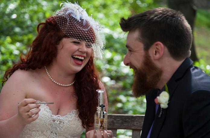 Trend Alert: Wedding Dabs, Source: Julie Hanna Photography
